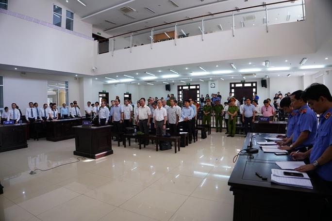 2 nguyên chủ tịch Đà Nẵng bị tuyên tổng cộng 27 năm tù, bắt giam tại tòa - Ảnh 13.