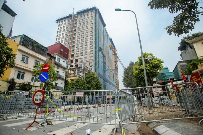Chủ đầu tư nhà 8B Lê Trực muốn thực hiện dự án khác, Hà Nội nói sẽ giao 3 Sở xem xét - Ảnh 1.