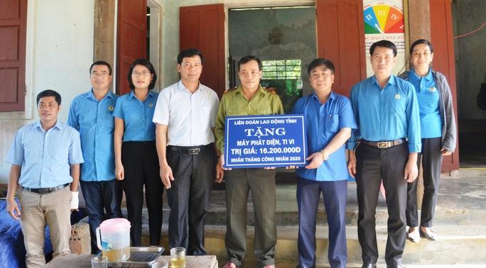LĐLĐ Quảng Bình: Hỗ trợ máy phát điện cho 2 trạm bảo vệ rừng 3 không  ở vùng sâu - Ảnh 1.