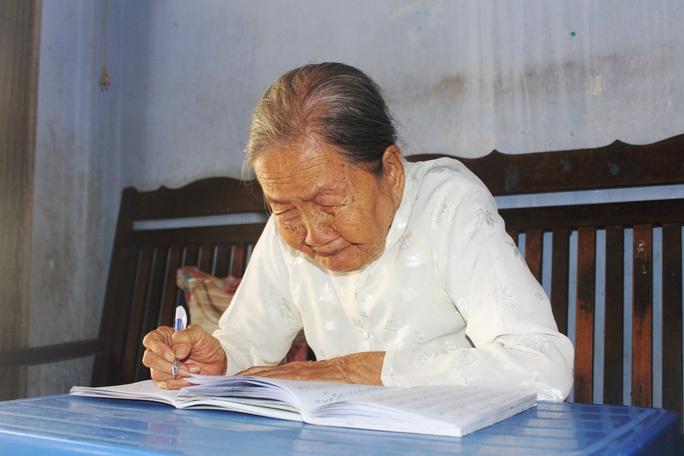 Cụ bà 93 tuổi được tặng bằng khen vì ủng hộ tiền phòng, chống dịch Covid-19 - Ảnh 3.