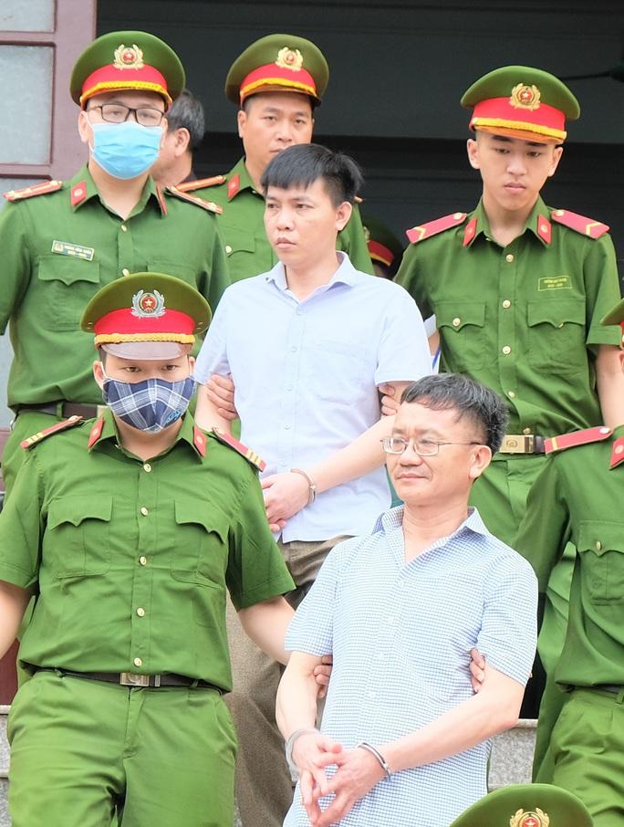 Cựu Giám đốc Sở GD-ĐT tỉnh Hòa Bình nói gì khi được triệu tập tới tòa? - Ảnh 2.