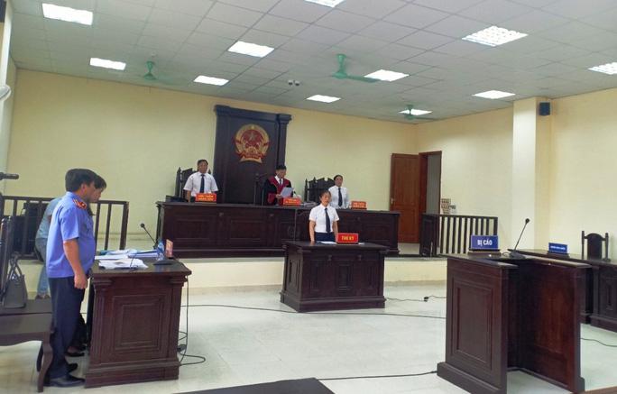 Cựu Trưởng Công an TP Thanh Hóa vắng mặt, bị lãnh 24 tháng tù - Ảnh 1.
