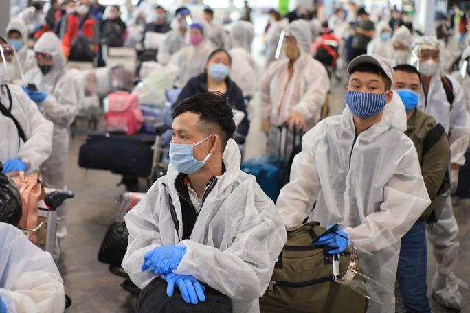Lần đầu đưa 345 người Việt từ Nga về sân bay Vân Đồn sau khi dịch Covid-19 bùng phát - Ảnh 2.
