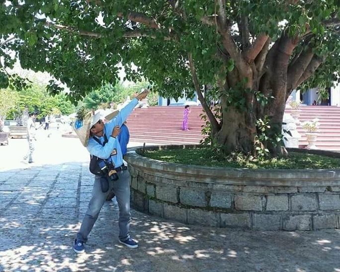 Đà Nẵng: Truy tìm đối tượng dùng ná cao su tấn công đàn khỉ tại khuôn viên chùa - Ảnh 2.