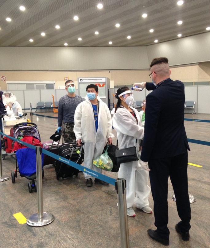 Lần đầu đưa 345 người Việt từ Nga về sân bay Vân Đồn sau khi dịch Covid-19 bùng phát - Ảnh 7.