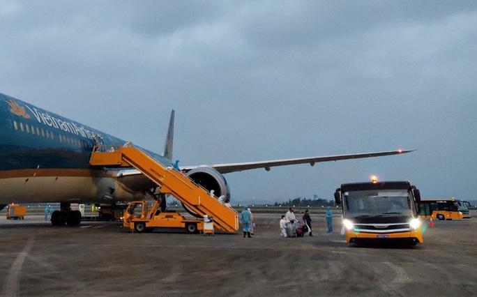 Lần đầu đưa 345 người Việt từ Nga về sân bay Vân Đồn sau khi dịch Covid-19 bùng phát - Ảnh 9.