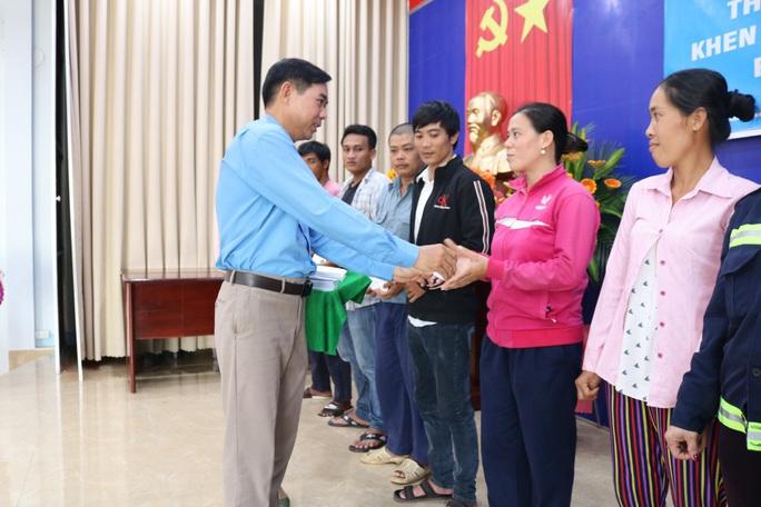 LĐLĐ huyện Phú Quốc quyên góp hơn 40 tấn gạo cho thùng gạo thiện nguyện - Ảnh 5.
