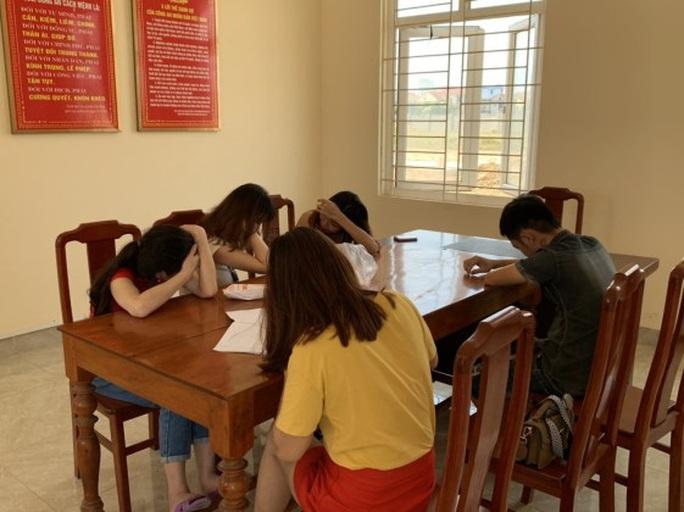 Quảng Bình: Bắt quả tang 4 đôi nam nữ đi tàu nhanh tại khu Ma Cao với giá 300.000 đồng/lượt - Ảnh 2.