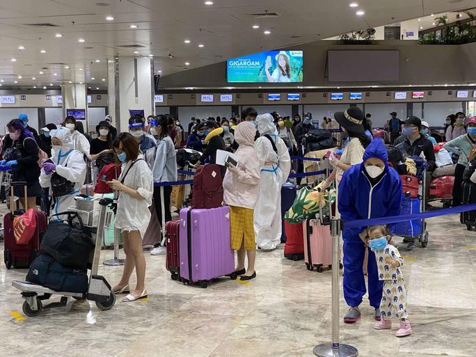 Chuyến bay đưa gần 200 người Việt từ Philippines về hạ cánh tại Cần Thơ - Ảnh 2.