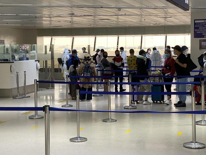 Chuyến bay đưa gần 200 người Việt từ Philippines về hạ cánh tại Cần Thơ - Ảnh 3.