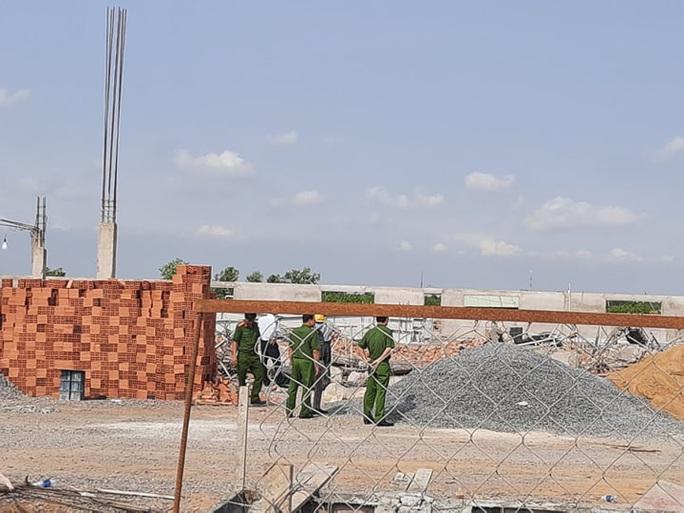 Ráo riết làm rõ nguyên nhân vụ sập tường làm 10 người chết - Ảnh 1.