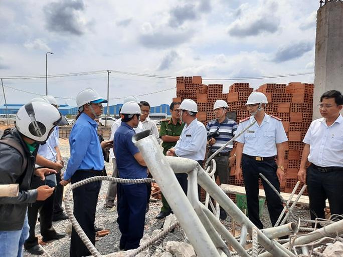 Ráo riết làm rõ nguyên nhân vụ sập tường làm 10 người chết - Ảnh 2.