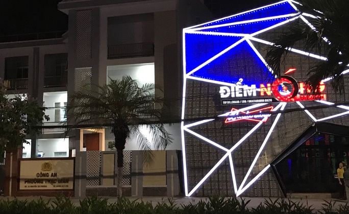 Đà Nẵng: Bất chấp lệnh cấm, quán bar vẫn mở cửa hoạt động cạnh trụ sở Công an phường - Ảnh 2.