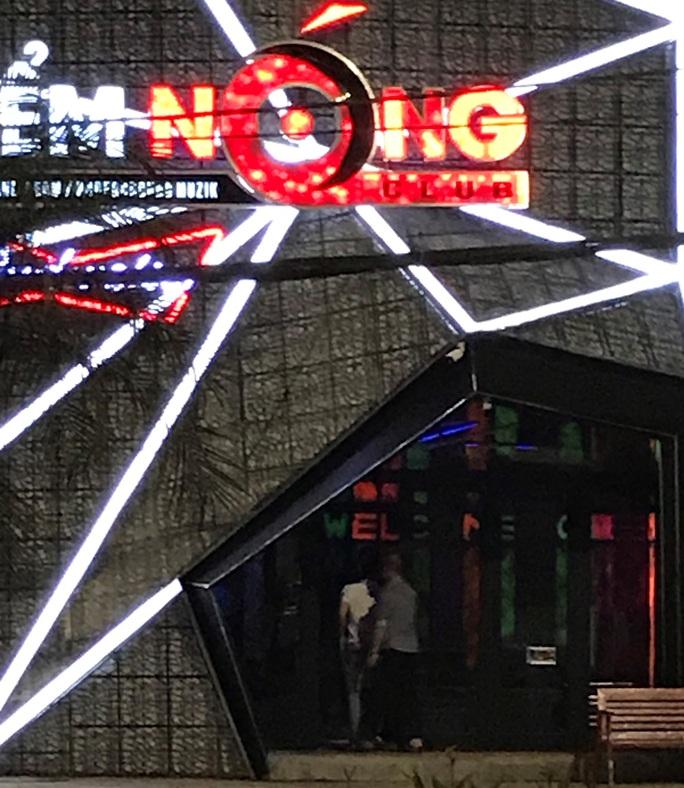 Đà Nẵng: Bất chấp lệnh cấm, quán bar vẫn mở cửa hoạt động cạnh trụ sở Công an phường - Ảnh 3.