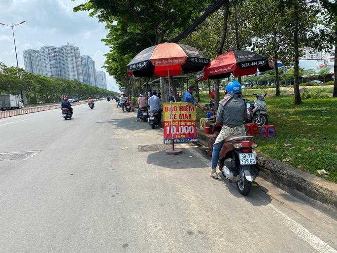 CSGT phạt rát, nhiều người đổ xô mua bảo hiểm xe máy - Ảnh 2.