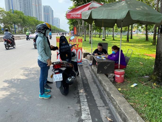 CSGT phạt rát, nhiều người đổ xô mua bảo hiểm xe máy - Ảnh 5.