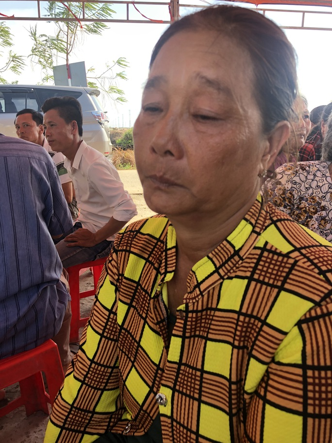 Sập tường khiến 10 người chết ở Đồng Nai: Chìm trong tang tóc - Ảnh 3.