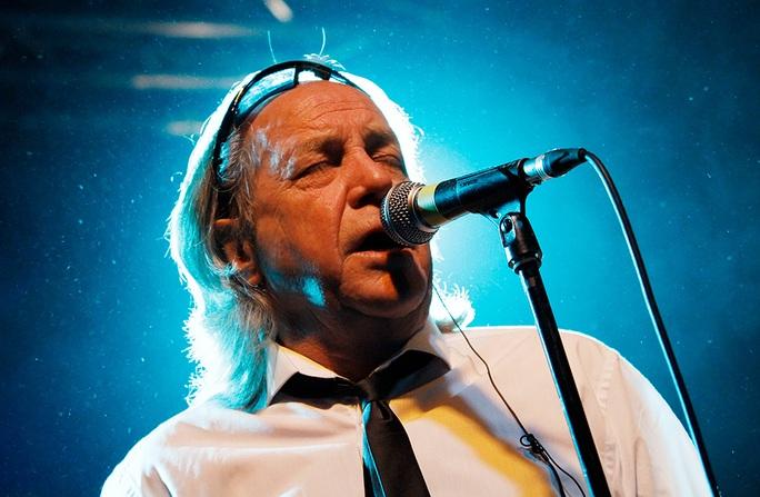 Ca sĩ Phil May qua đời do biến chứng sau tai nạn - Ảnh 1.