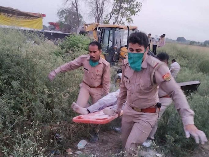 Ấn Độ: ít nhất 23 người nhập cư thiệt mạng trên đường về quê khi cả nước đang phong tỏa - Ảnh 2.