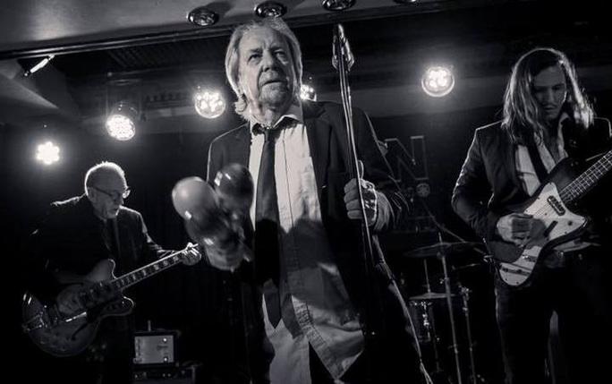 Ca sĩ Phil May qua đời do biến chứng sau tai nạn - Ảnh 3.
