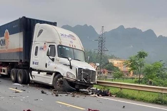 Điều tra vụ tai nạn liên hoàn trên quốc lộ 1A khiến 5 người thương vong - Ảnh 1.