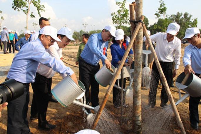 Tết trồng cây nhớ ơn Bác Hồ - Ảnh 1.