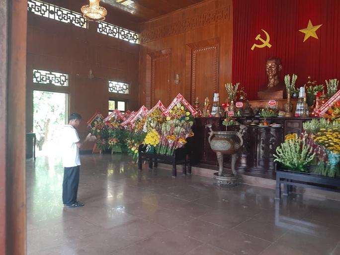 CLIP: Hàng ngàn người về làng Sen dịp kỉ niệm 130 năm ngày sinh Bác Hồ - Ảnh 8.