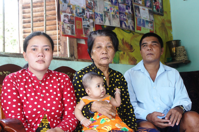 Gần 13 triệu đồng đến với gia đình người đàn ông Khmer nghèo bị nổ đầu đạn - Ảnh 3.