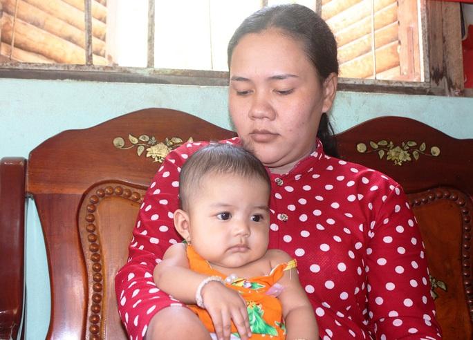 Gần 13 triệu đồng đến với gia đình người đàn ông Khmer nghèo bị nổ đầu đạn - Ảnh 4.