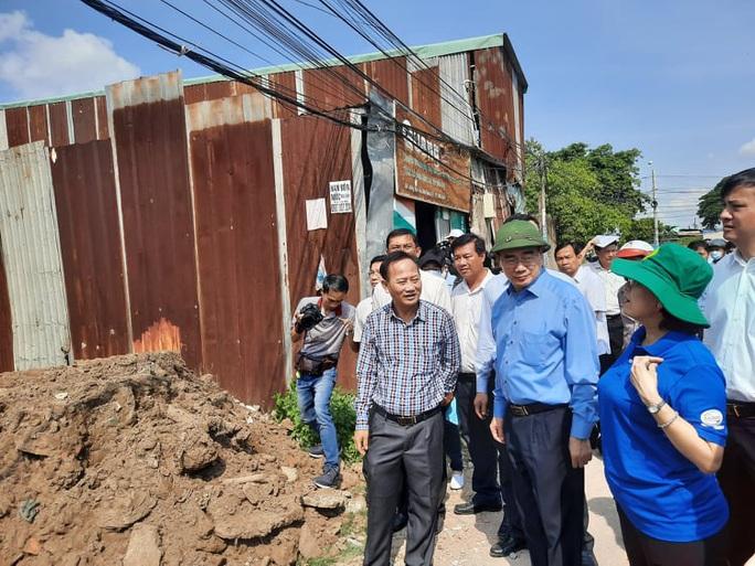 Bí thư Thành uỷ TP HCM Nguyễn Thiện Nhân đang làm việc với Bình Chánh về xây dựng nhà không phép - Ảnh 1.