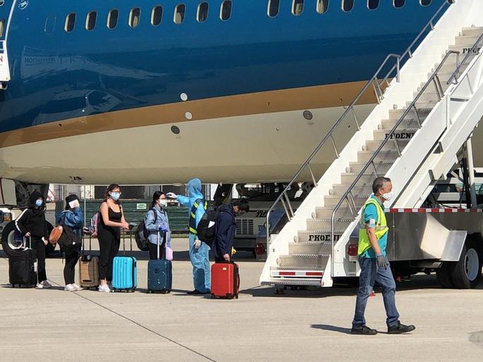 Đưa hơn 340 người Việt từ Washington DC về Nội Bài - Ảnh 6.