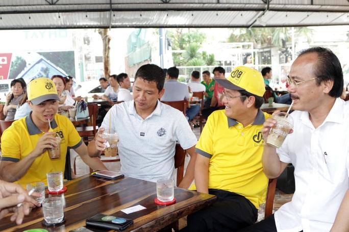 Bầu Thắng và câu chuyện công nhân uống cà phê, nuôi bóng đá trẻ Việt Nam - Ảnh 2.