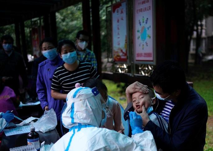 Covid-19: Thiếu miễn dịch, Trung Quốc có nguy cơ bùng phát dịch lần 2 - Ảnh 2.