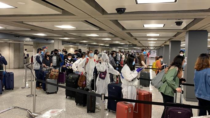 Đưa hơn 340 người Việt từ Washington DC về Nội Bài - Ảnh 5.