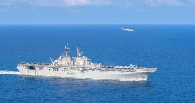 """Tàu chiến Mỹ """"giương vuốt"""" trên biển Đông - Ảnh 1."""