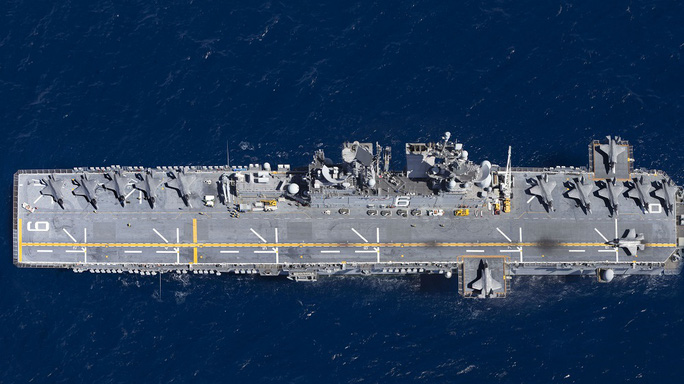 """Tàu chiến Mỹ """"giương vuốt"""" trên biển Đông - Ảnh 2."""