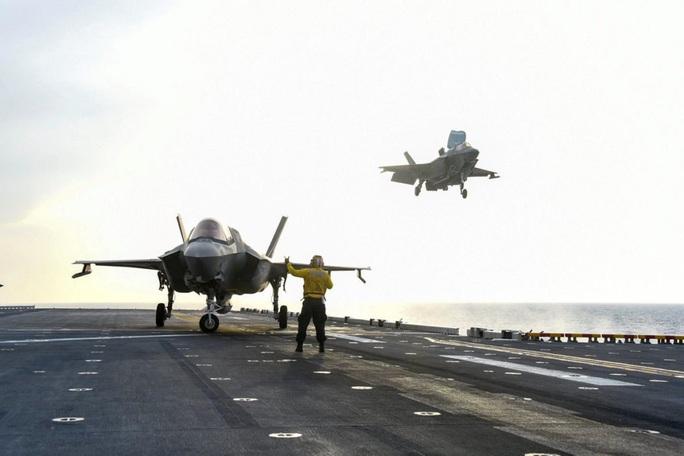 """Tàu chiến Mỹ """"giương vuốt"""" trên biển Đông - Ảnh 3."""