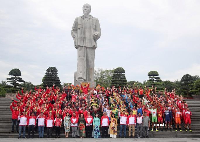 Giải đua xe đạp lớn nhất Việt Nam chào mừng 130 năm sinh nhật Bác Hồ - Ảnh 3.