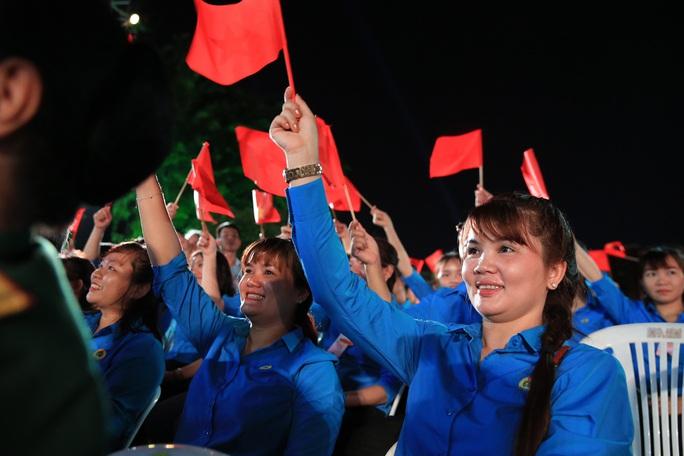 Thủ tướng dự Cầu truyền hình Hồ Chí Minh, sáng ngời ý chí Việt Nam tại TP HCM - Ảnh 3.