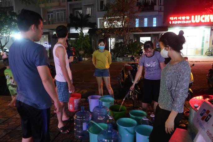 CLIP: Gần 2.000 người ở chung cư Thái An 3 & 4 khổ sở vì cúp nước cả ngày - Ảnh 3.