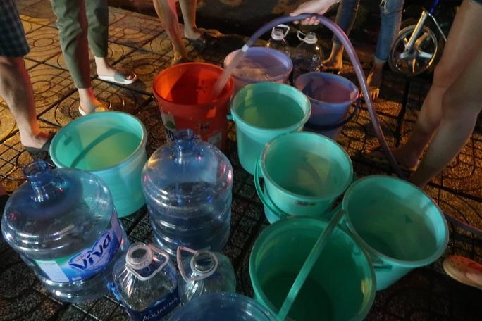 CLIP: Gần 2.000 người ở chung cư Thái An 3 & 4 khổ sở vì cúp nước cả ngày - Ảnh 4.