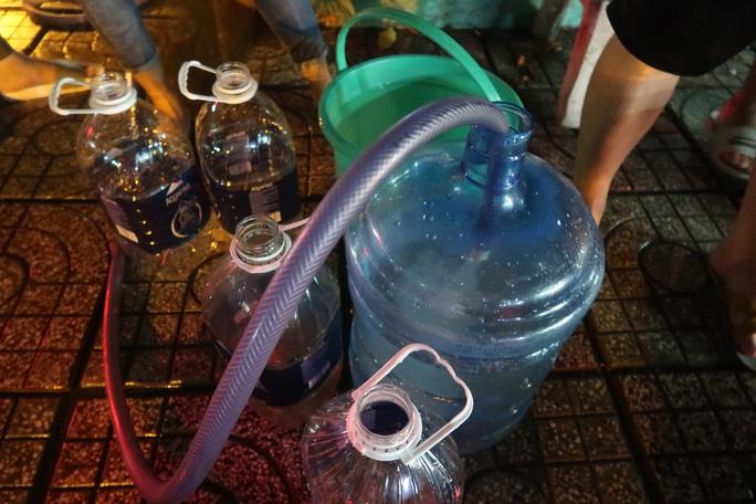 CLIP: Gần 2.000 người ở chung cư Thái An 3 & 4 khổ sở vì cúp nước cả ngày - Ảnh 5.