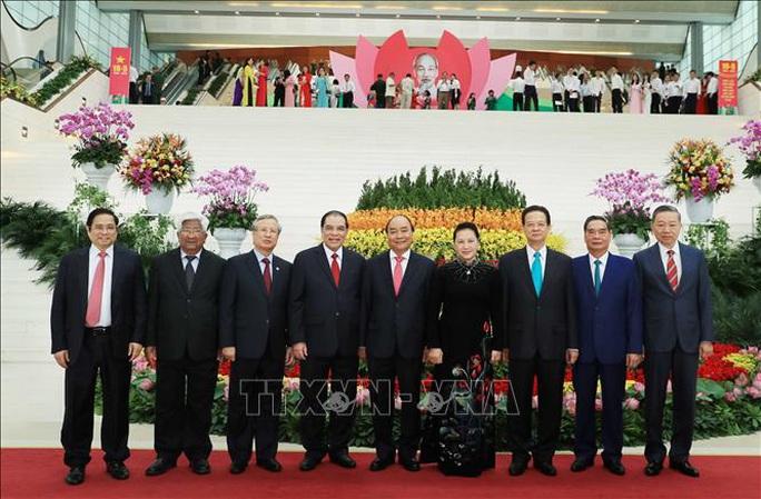 Trọng thể tổ chức Lễ Kỷ niệm 130 năm Ngày sinh Chủ tịch Hồ Chí Minh - Ảnh 3.