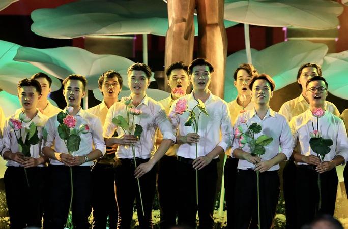 Thủ tướng dự Cầu truyền hình Hồ Chí Minh, sáng ngời ý chí Việt Nam tại TP HCM - Ảnh 9.