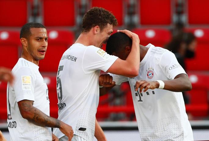 Lewandowski chạm mốc 40 bàn thắng, Bayern Munich dẫn đầu Bundesliga - Ảnh 7.