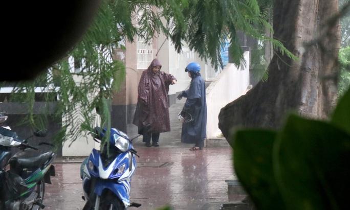 TP HCM: Mưa như trút nước nhiều nơi, vài ngày tới vẫn nắng nóng - Ảnh 6.