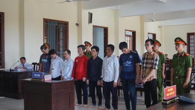 7 ông thần vào tù vì tiếp tay thợ in thiệp cưới - Ảnh 1.