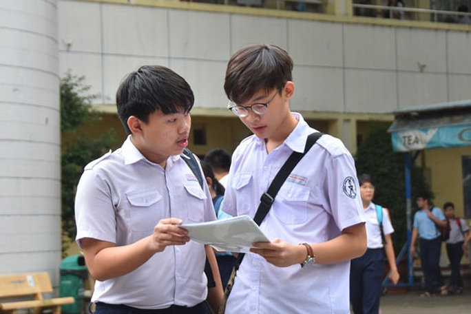 Tuyển sinh lớp 10 tại Hà Nội: Mỗi học sinh đăng ký dự tuyển vào 2 trường - Ảnh 1.