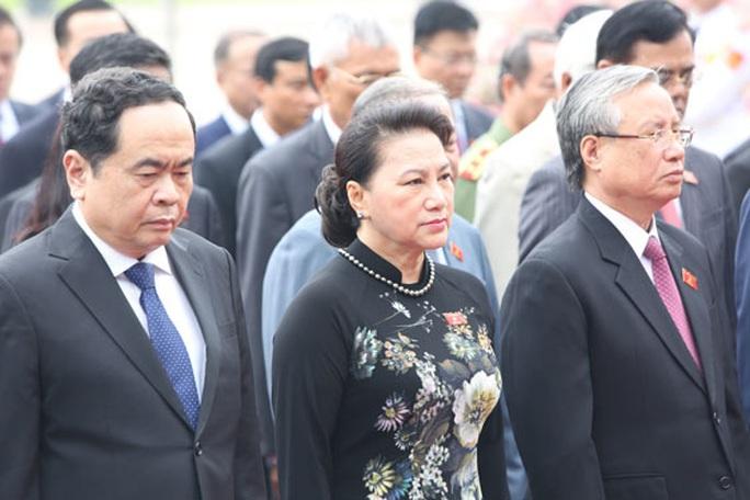 Lãnh đạo Đảng, Nhà nước vào Lăng viếng Bác - Ảnh 1.