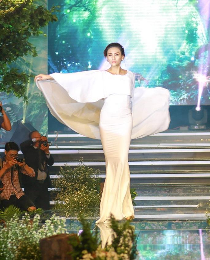 Siêu mẫu Võ Hoàng Yến nói về mối bất hòa với giới showbiz - Ảnh 5.
